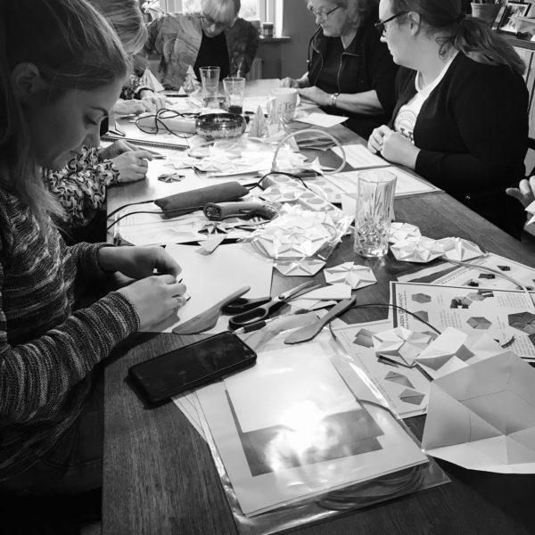 S/H Foto fra papirworkshop afholdt af Charlotte Brandt