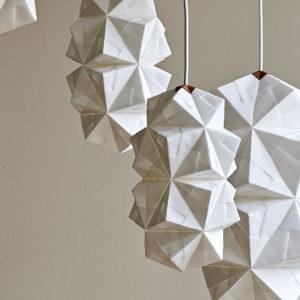 4 stk håndfoldede papirlamper model Cala i en klynge
