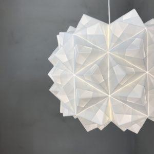 Ny XL håndfoldet papirlampe. 120 ark papir, 60 cm i dia