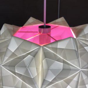 Sonobe Light model Siphonia med pink støvlåg for en gadget og lækker detalje