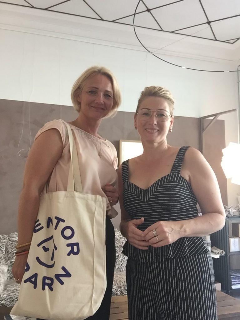 Charlotte Brandt og Louise fra Mentorbarn i Sonobe Light butikken